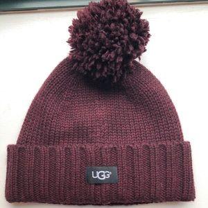 Ugg knit 🧶 Pom beanie